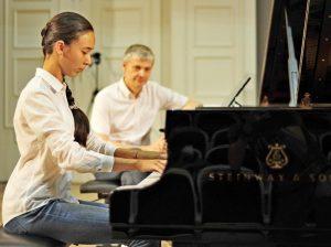 Представители молодежной палаты организуют концерт классической музыки. Фото: архив, «Вечерняя Москва»