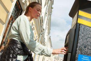 Платные парковки временно прекратят свою работу на нескольких улицах района. Фото: Наталия Нечаева, «Вечерняя Москва»