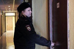 Работники «Жилищника» устроили рейд по более, чем 500 домам. Фото: Максим Аносов, «Вечерняя Москва»
