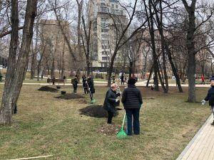 Субботники пошли в Пресненском районе. Фото: Нелли Казарян