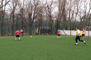 Команды проведут несколько матчей по мини-футболу в парке «Красная Пресня». Фото предоставлено сотрудниками Центра физической культуры и спорта ЦАО