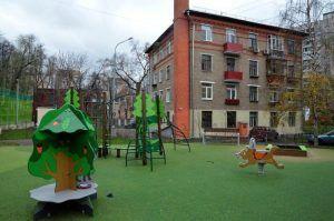Благоустройство дворовых территорий в районе завершат к осени. Фото: Анна Быкова