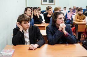Представители Министерства обороны России встретились с учениками школы имени Дмитрия Карбышева. Фото: Денис Кондратьев