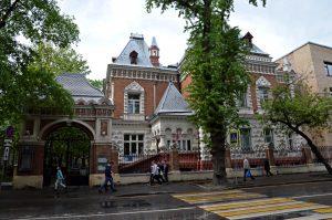 Работники Биомузея рассказали об архитектуре здания культурного учреждения. Фото: Анна Быкова