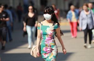 Вторую волну COVID-19 можно предотвратить за счет ношения масок. Фото: Наталия Нечаева, «Вечерняя Москва»