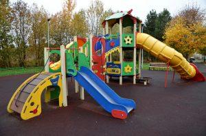 Сотрудники «Жилищника» отремонтировали детские площадки у двух домов района. Фото: Анна Быкова