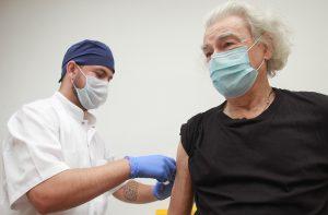 За первые пять часов на прививку от COVID-19 записалось 5000 москвичей. Фото: Наталия Нечаева, «Вечерняя Москва»