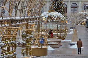В Москве к новогодним праздникам установлено 4 тыс больших и малых световых конструкций. Фото: Анна Быкова