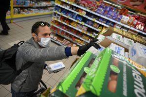 Активисты Молодежной палаты доставили продукты и лекарства людям старшего поколения. Фото: Алексей Орлов, «Вечерняя Москва»