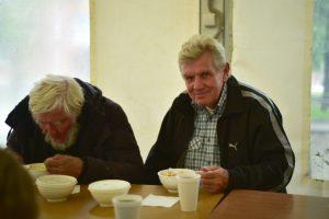 В новогодние праздники бездомным помогают бригады «Социального патруля». Фото: Пелагея Замятина, «Вечерняя Москва»