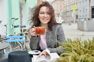 QR-коды для посещения летних кафе в Москве будут не нужны до 12 июля. Фото: Наталья Феоктистова, «Вечерняя Москва»