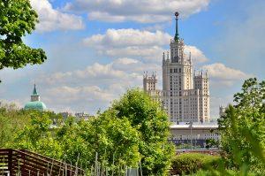 Юристы назвали обоснованным решение об обязательной вакцинации в сфере услуг . Фото: Анна Быкова