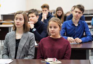 Занятие для школьников организуют в МГЮА имени Олега Кутафина. Фото: Денис Кондратьев